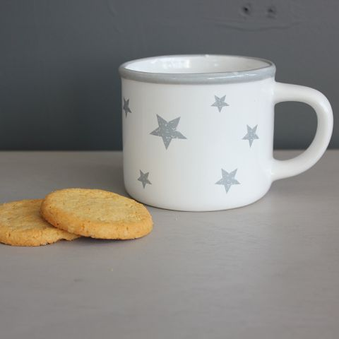 WHITE CUP WITH GREY STARS